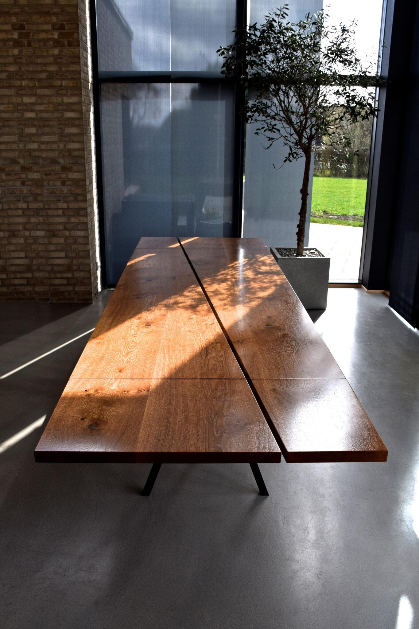 lakeret træ plankebord