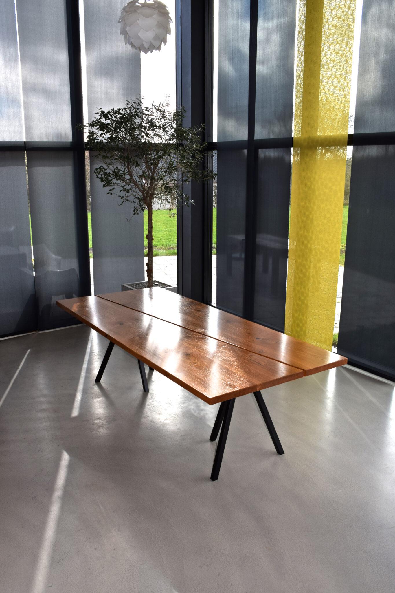 spisebord lakeret egetræ